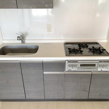 シンクボードがあると調理がより捗りそうですよ。※写真は4階の同間取り別部屋のものです