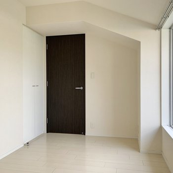 寝室にはもう一つ収納があるようです。※写真は4階の同間取り別部屋のものです