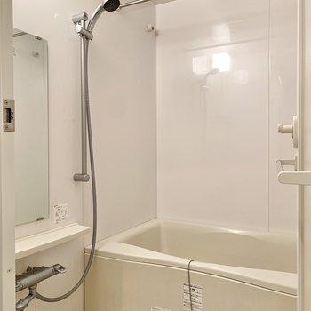 浴室は乾燥機付きですので、雨の日の洗濯物はこちらで乾かしましょう。※写真は4階の同間取り別部屋のものです
