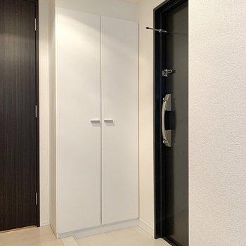 レベル差の少ない玄関です。※写真は4階の同間取り別部屋のものです
