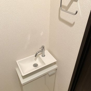小さなお手洗いもありました。※写真は4階の同間取り別部屋のものです