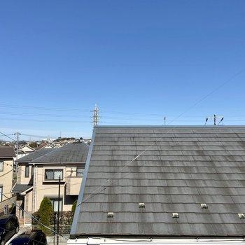 【洋室6帖】からの眺望。空が広くて気持ちがいい〜