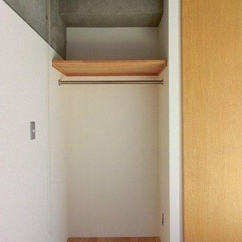 ロールカーテン付きの収納スペースです(※写真は7階の同間取り別部屋のものです)