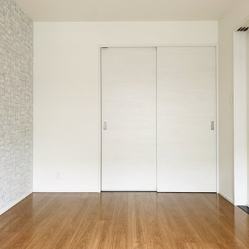 【洋7】派手すぎないアクセントカラーがお部屋にひと癖加えてくれます。