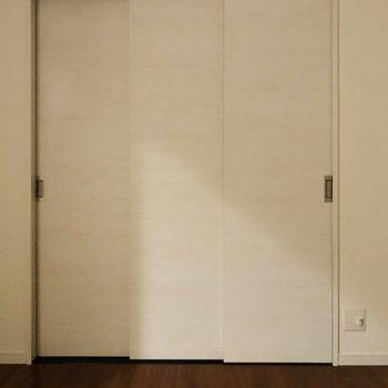 お洋服などが多い方はココを大きな衣装部屋にするのも良いんじゃないでしょうか。