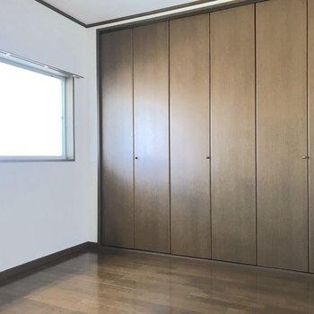 【洋室】2階へ