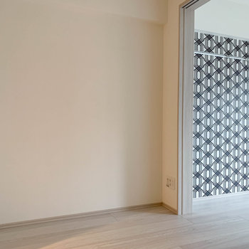 【DK】向かいの壁沿に、テレビのアンテナ線がありました。※写真は3階の同間取り別部屋のものです