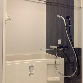浴室乾燥や暖房機能付きのお風呂。※写真は3階の同間取り別部屋のものです