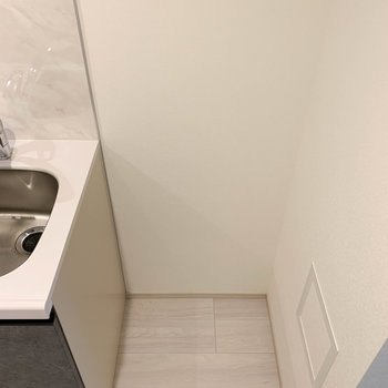 【DK】冷蔵庫はお隣に。※写真は3階の同間取り別部屋のものです