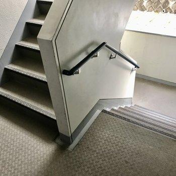 2階までは階段を登ってね