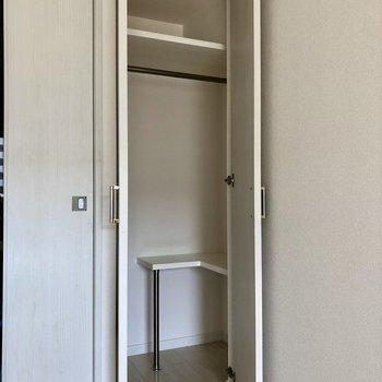 収納もきちんと!中の台がデッドスペースをなくすために大活躍。(※写真は6階の同間取り別部屋、清掃前のものです)