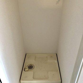 洗濯機置場には扉つき。おしゃれハウスのお約束♡(※写真は6階の同間取り別部屋、清掃前のものです)