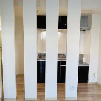 キッチンが見え隠れ