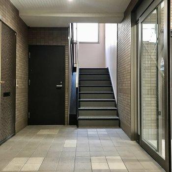 もちろんオートロック付き。エレベーターはないので2階までささっと階段で◎