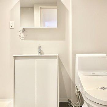 トイレは脱衣所です。ホテルライクな水回り。