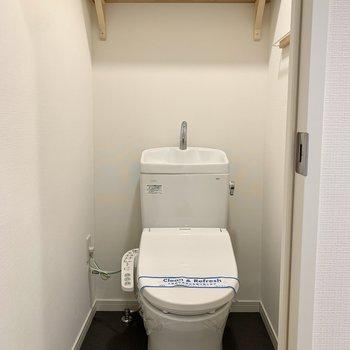 トイレもまるっとウォシュレット付きに交換されています