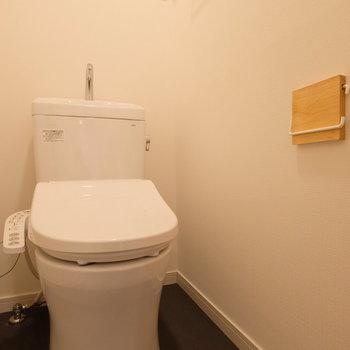 トイレもまるっとウォシュレット付きに交換されています!