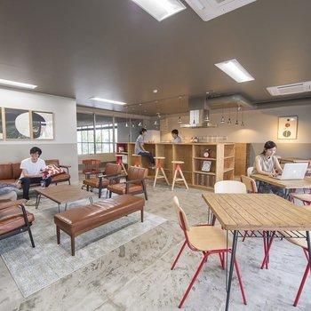 カフェのような空間が使えるシェアハウス。