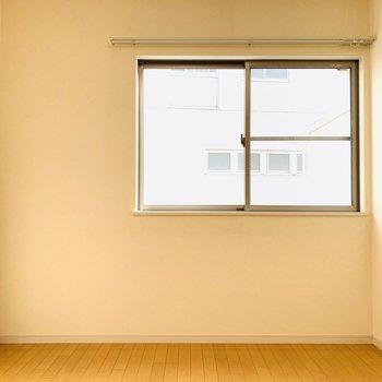 【洋5.2】こちらも窓がついた洋室。大きくなるお子さんのお部屋や、書斎など色々な使い方ができそうです。