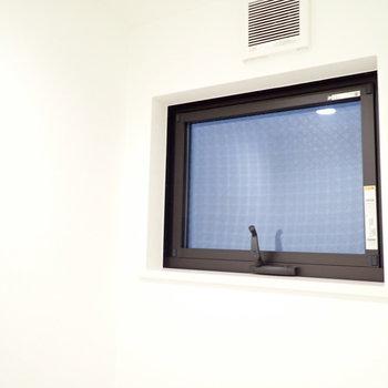 小窓があるので換気できますよ