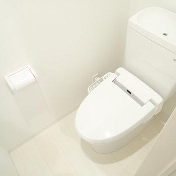 トイレも白だー!