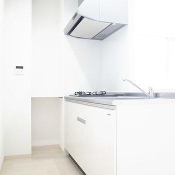 ゆとりのあるスペースのキッチン。冷蔵庫は写真の反対側に置けそうでした。