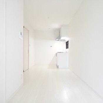 キッチンまでの道のり。。。白い