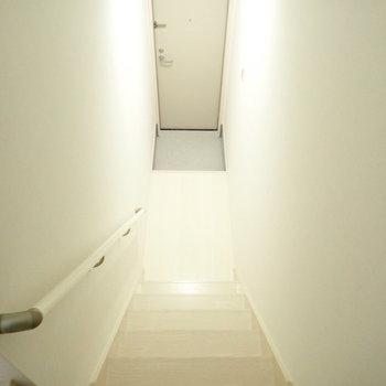 玄関は脱ぎ履きに十分なスペース!