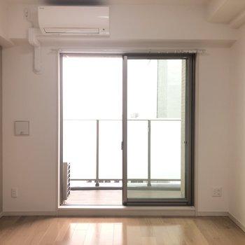 やわらかい陽当たりと風通し※写真は9階の反転間取り別部屋のものです。