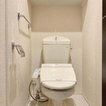 廊下へ出て、トイレへ
