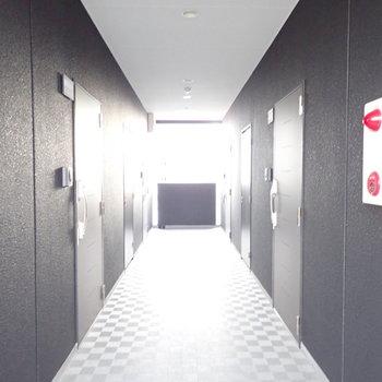 共用部】風通しのよい廊下です。