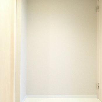 廊下にも収納を置けそうですよ。