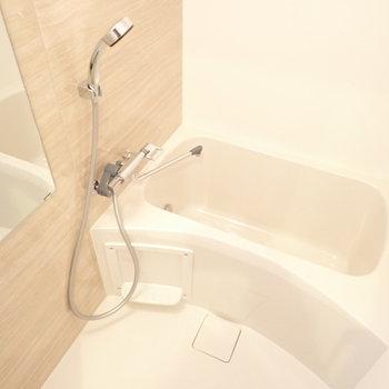 バスルームにも木目調のクロス!良い雰囲気。