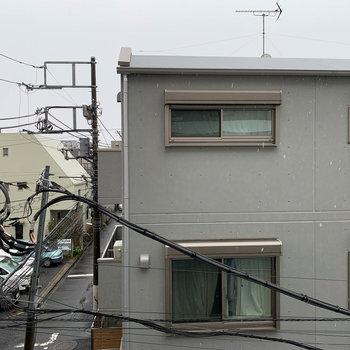 キッチン右の窓からの眺望です。