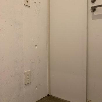 玄関横にもコンセント。