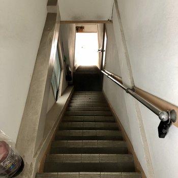 大型家具の搬入には注意が必要。天井も低めです。