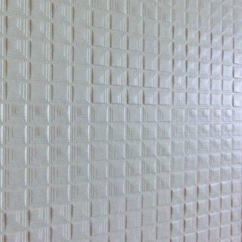 壁はホワイトのでこぼこ(※写真は4階の同間取り別部屋のものです)