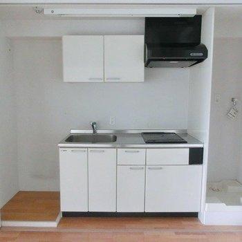 キッチン。扉で隠せます。(※写真は4階の同間取り別部屋のものです)