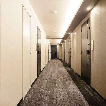 ホテルライクな廊下です。