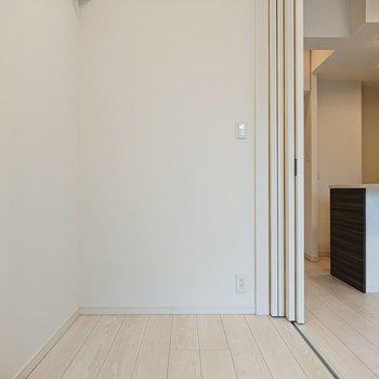 【寝室】コンパクトな居室ですから、安心感が得られるかも。