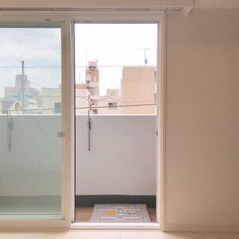 明るいフローリングお部屋。※写真は3階の同間取り別部屋のものです