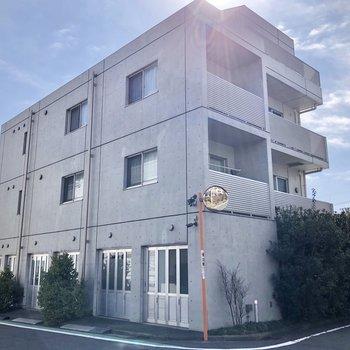 専用のガレージは1階一番右側にあります。