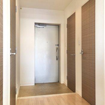 廊下もゆったりとしたスペース。