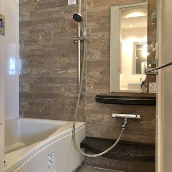 シャワーヘッドの高さをお好みで変えられます。