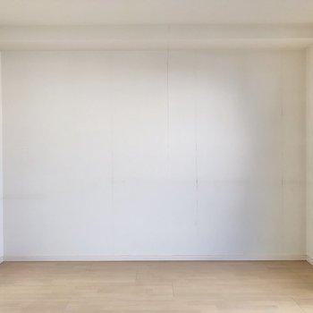 【洋室】ベッドは壁沿いに置こうかな。