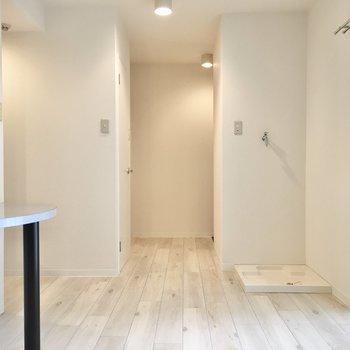 白ベースのシンプルな空間ですが、