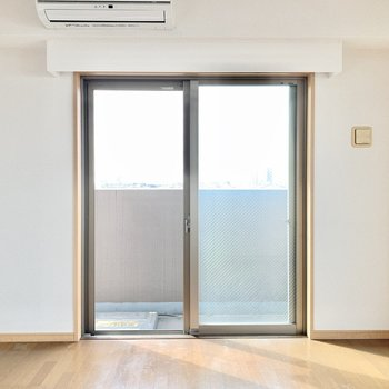 【ルーフバルコニー側洋室】こっちのお部屋は寝室にしようかな。