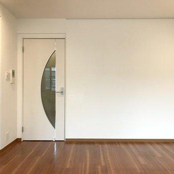 ブラウンとホワイト。どんな家具でも合わせやすいですね。
