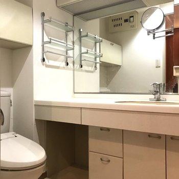 洗面所とトイレがまとまった2点ユニットです。