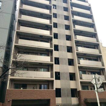 鉄骨鉄筋の10階建てマンションです。